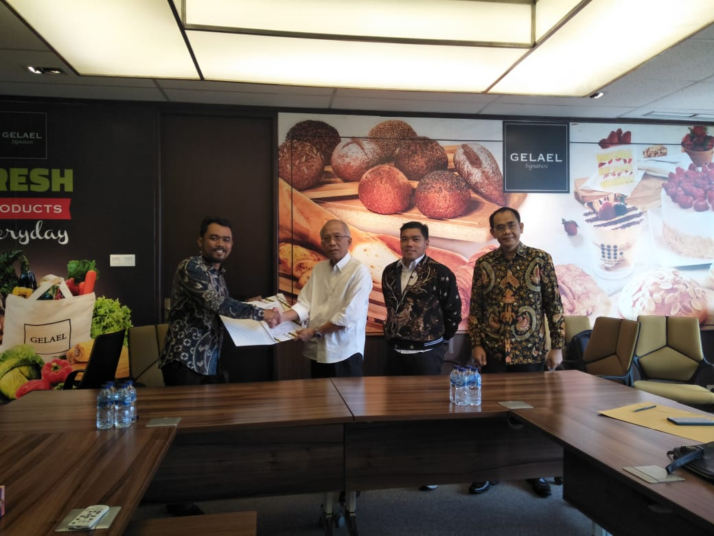 Serah Terima Donasi Smart Center KFC- 1000Guru